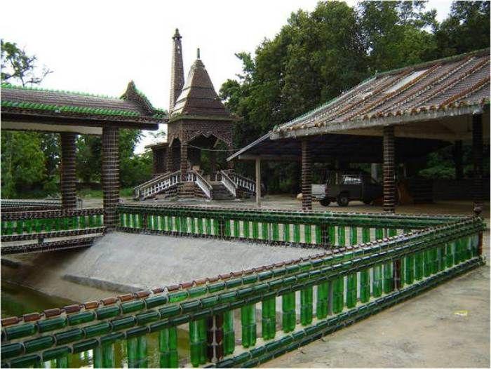 Wat Pa Maha Kaen. El templo de las botellas de cerveza.