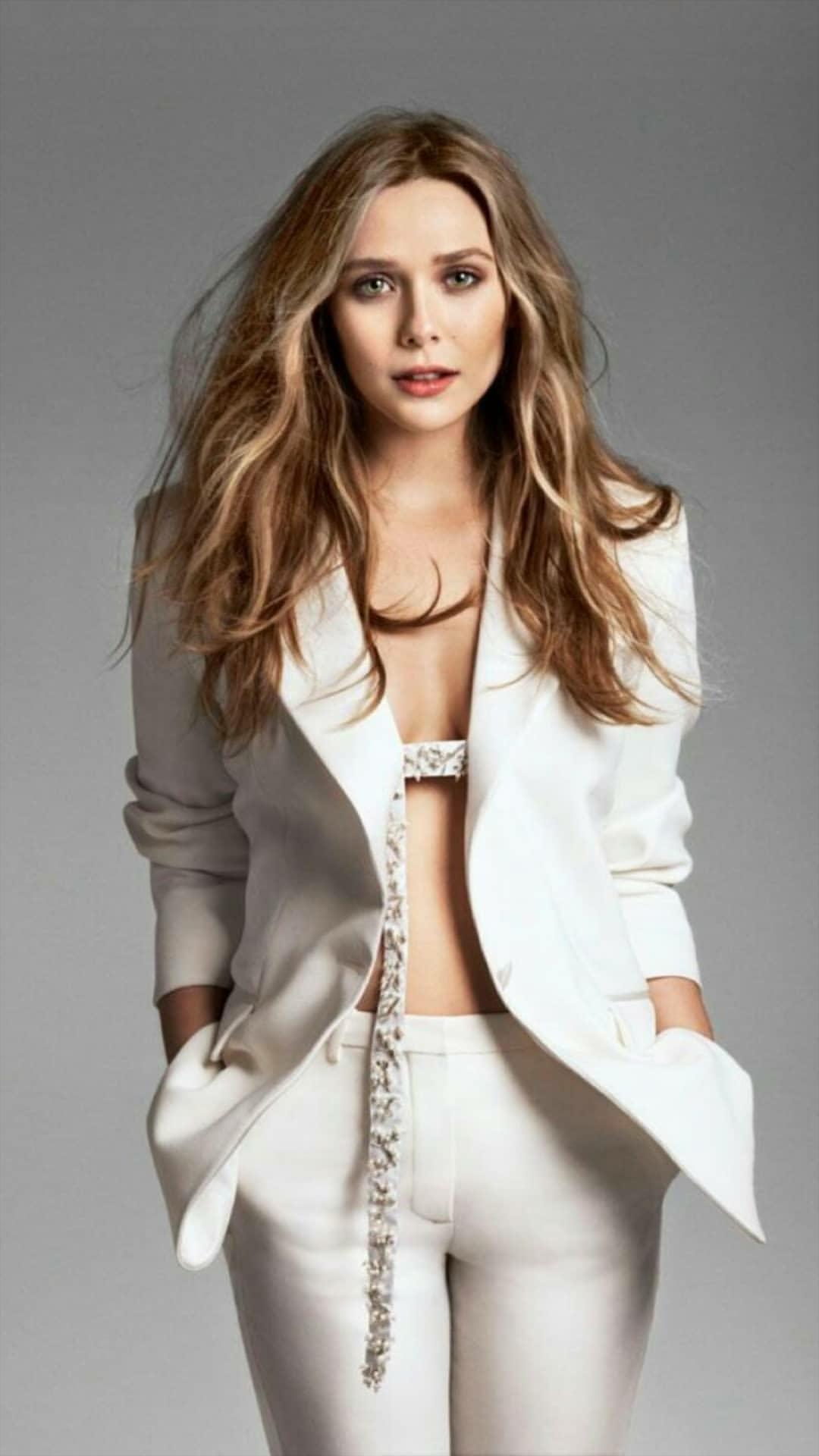 Pin By Amr M Nosseir On Celebrities Elizabeth Olsen Bikini Clothes Design Elizabeth Olsen