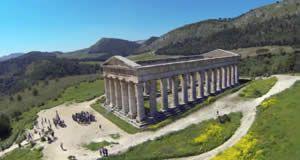 Segesta - Calatafimi-Segesta, Province of Trapani, Sicily, Italy. Watch > http://destinations-for-travelers.blogspot.com.br/2015/08/segesta-calatafimi-segesta-sicily-italy.html #Travel #TravelTips #Destinos #Destinations #Trip #CalatafimiSegesta #Segesta #Elimiano #Trapani #Sicília #Itália #Italia #Italy #Sicily