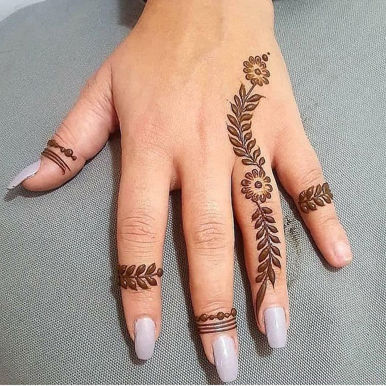 Image may contain: one or more people and closeup #hennadesigns