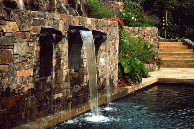 Kreative Ideen Wie Man Die Landschaft Vor Dem Herbst Perfekt Macht In 2020 Pool Wasserfall Im Freien Pool Brunnen