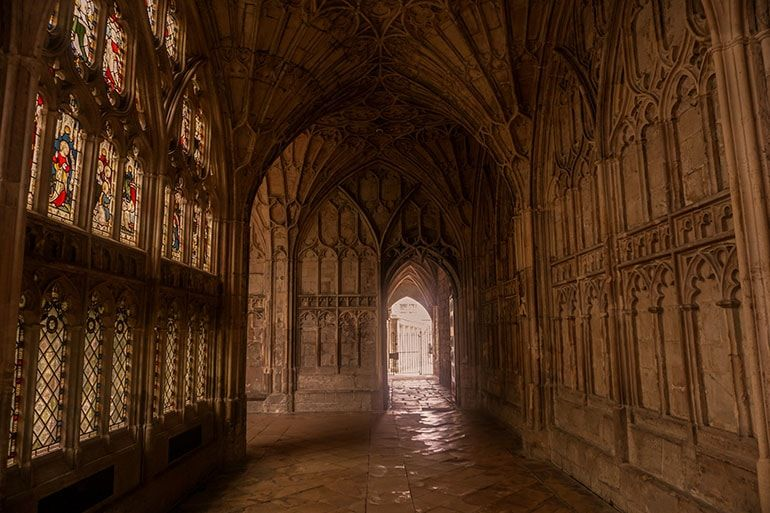 Ultimate Harry Potter Guide To Gloucester One Step Wanderer England Travel Guide Harry Potter Filming Locations Gloucester Cathedral