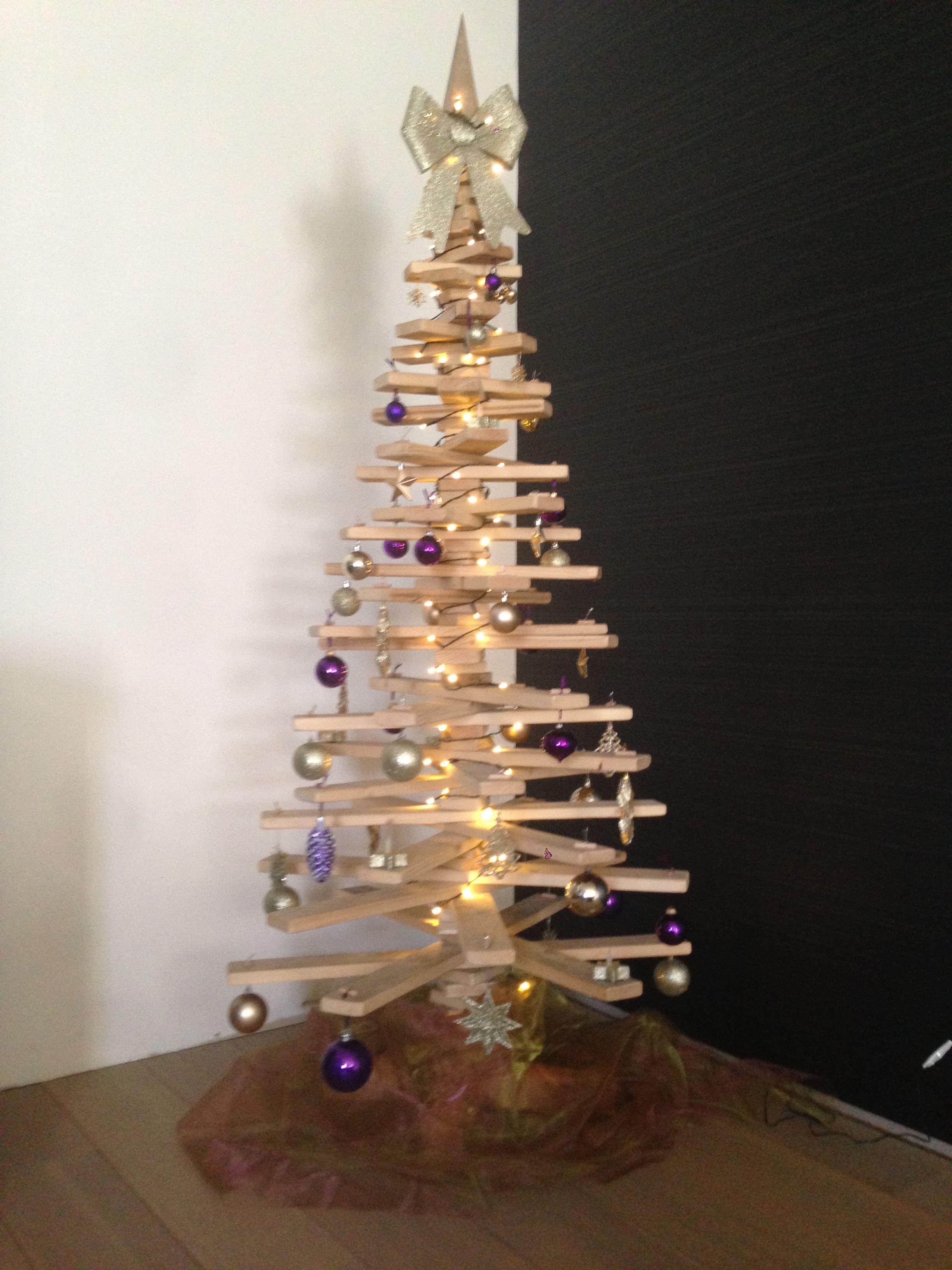 Zelfgemaakte Houten Kerstboom Met Oude Planken Van Afbraak Houten Kerstbomen Kerstboom Kerstmis
