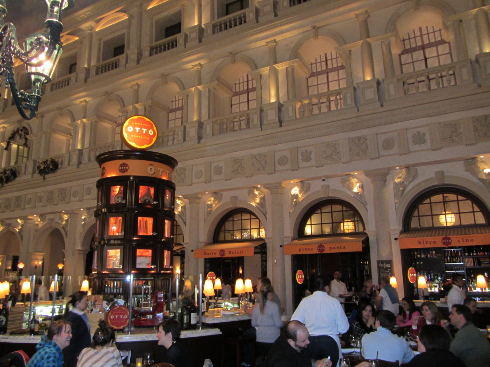 Otto Babyzimmer ~ Otto bar and pizzeria in st. marks square at the venetian hotel