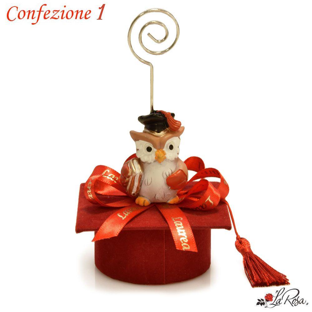 Idee Bomboniere Laurea Originali ed Economiche Gufo su Cappellino Tocco  Rosso Portaconfetti con Clip POrta Bigliettino ea2a8bb3a2e8