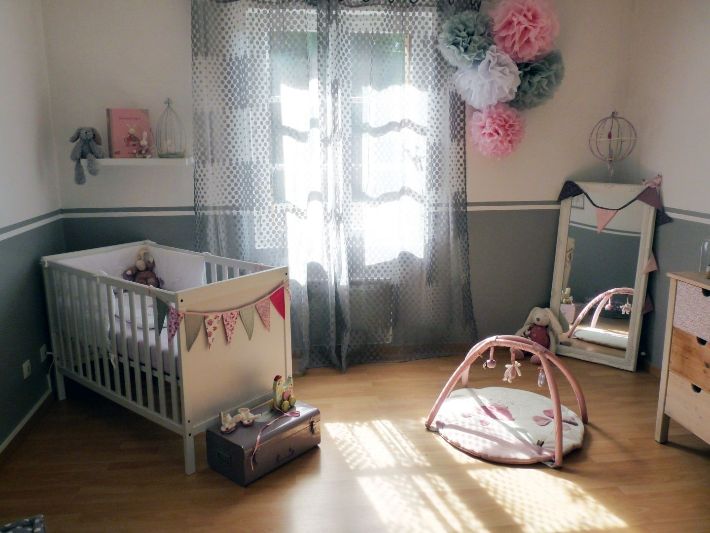 super pompons en papier de soie d co chambre b b d coration nursery gar on fille baby bedroom. Black Bedroom Furniture Sets. Home Design Ideas