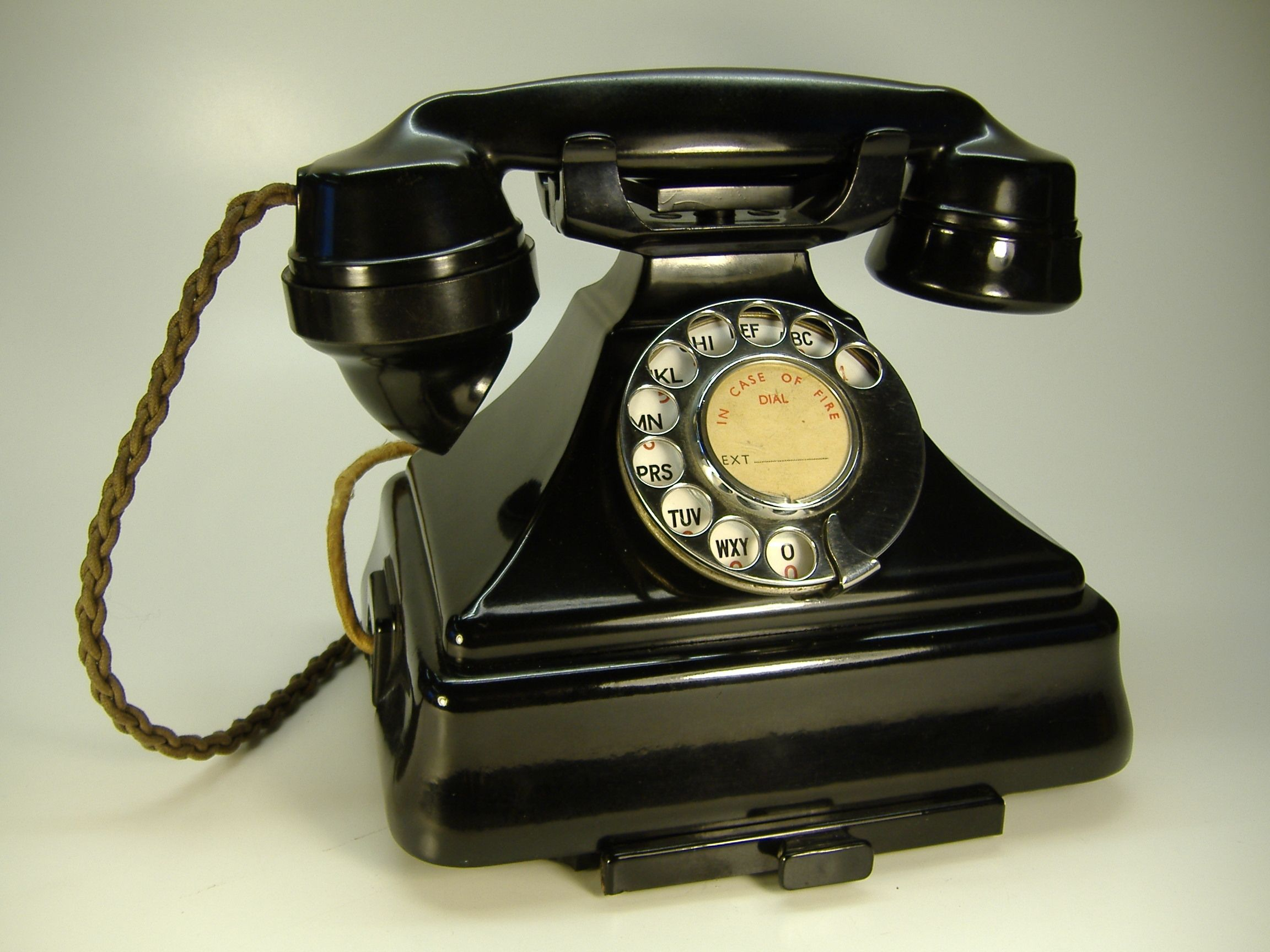 bakelite 200 series telephone telephone vintage vintage phones antique phone retro phone  [ 2304 x 1728 Pixel ]
