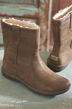 a0861b6b237 Men's Aliso UGG Boots beautiful Mini Ugg Boots,repin it   Men Ugg ...