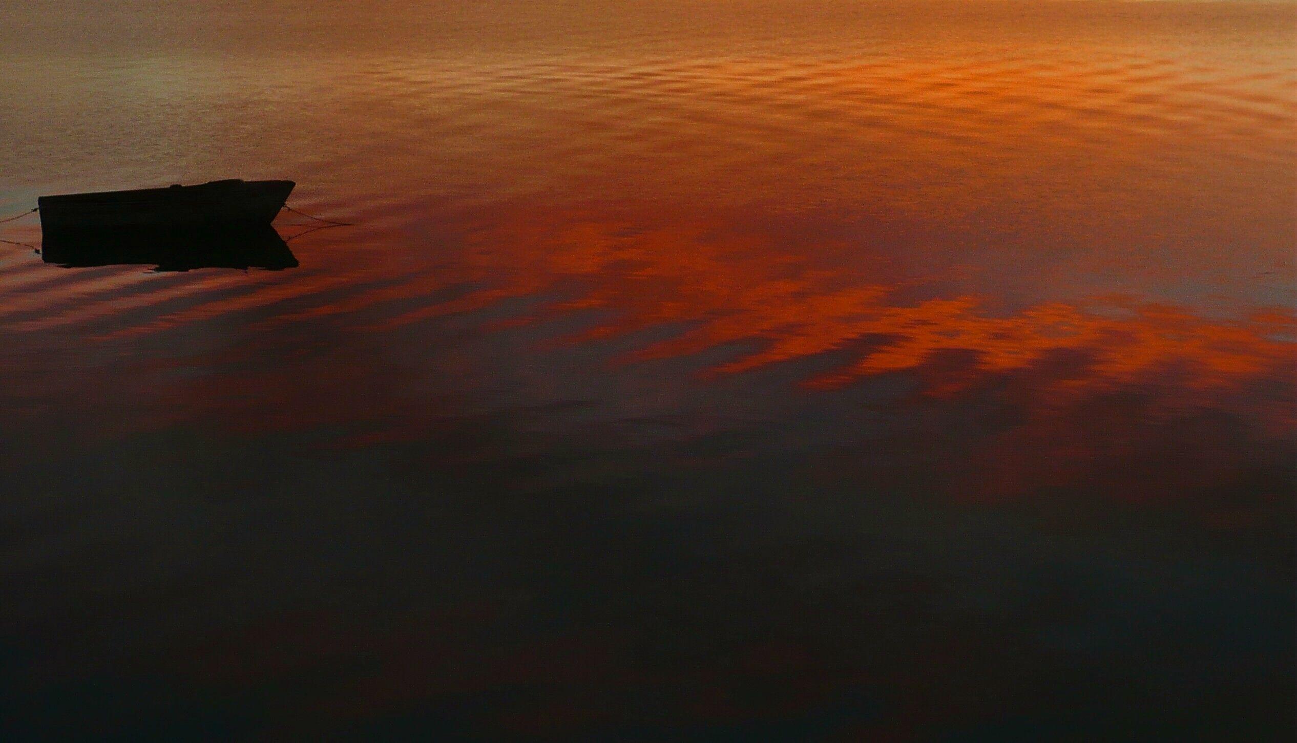 bote con rojo