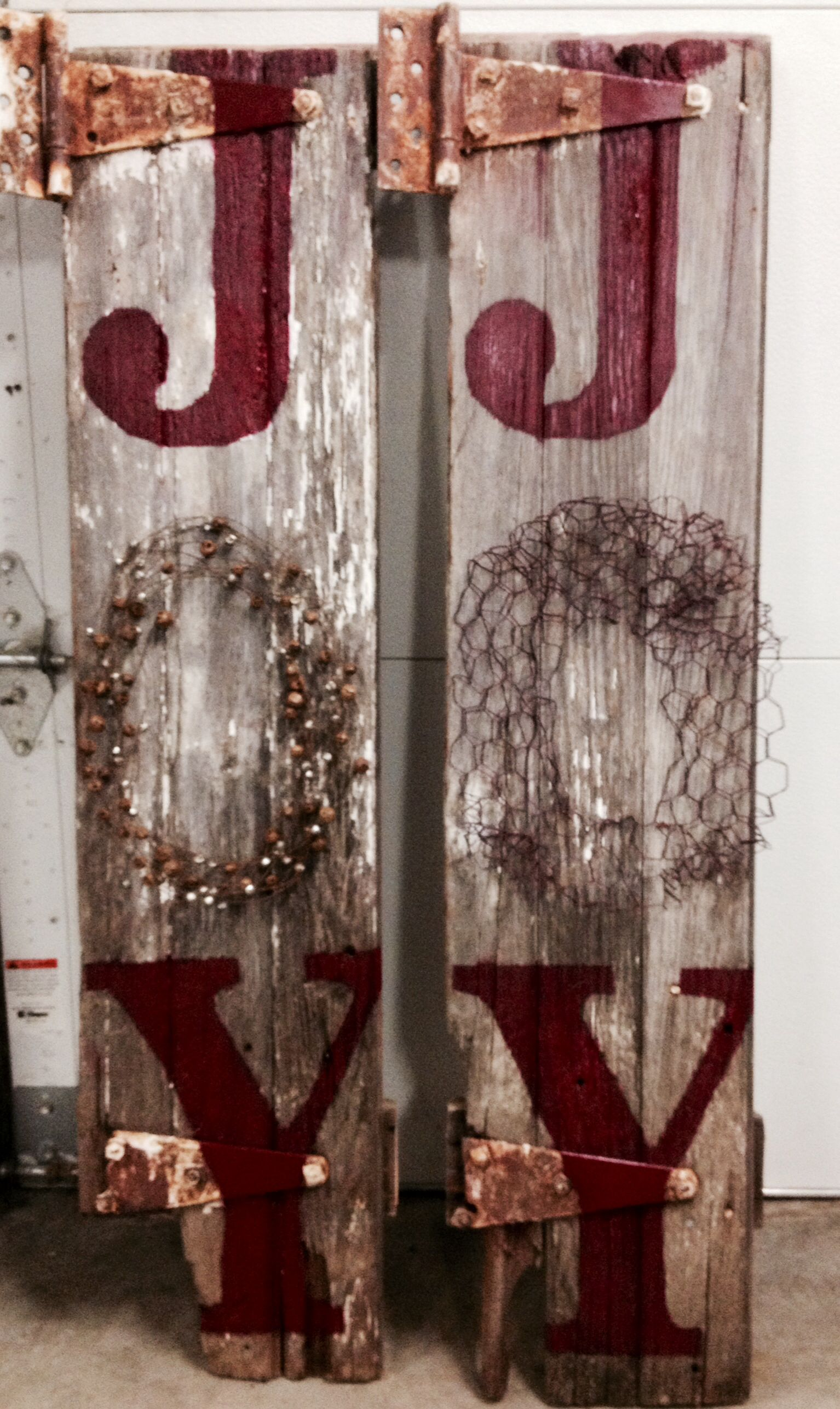 Barn wood christmas sign joy christmas pinterest for Making craft projects from old barn wood