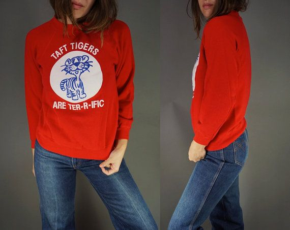 Vtg T-Shirt Sweatshirt || Taft Tigers Red Vintage Tee Sweatshirt || Super Soft || Small