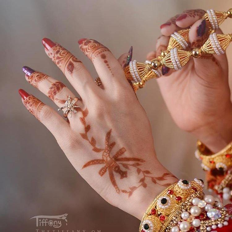 Pin By Sameer Shaik On Mehendi Henna Style Mehndi Designs Henna Tattoo Designs
