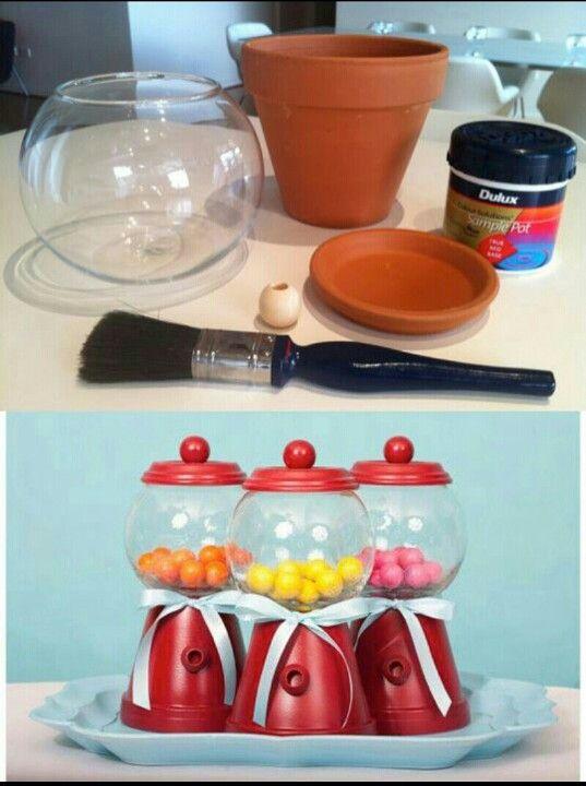 Linda idéia de DIY.... baleiro feito de vasinho...fica super fofo como enfeite de mesa!!!