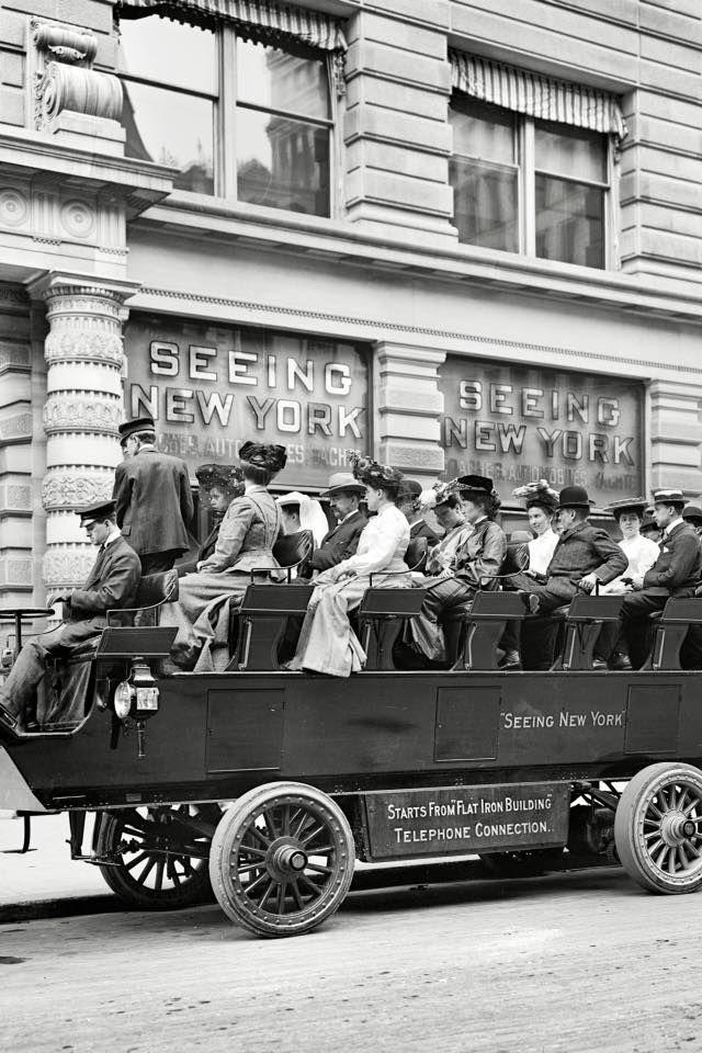 Electric omnibus at the Flatiron Building, c.1904