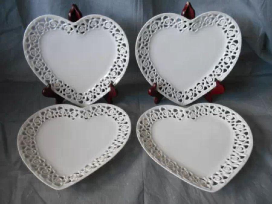 4 DYRAMICS White Heart Shaped Dinner Plates Pierced Latice Edge Valentine\u0027s Day & 4 DYRAMICS White Heart Shaped Dinner Plates Pierced Latice Edge ...