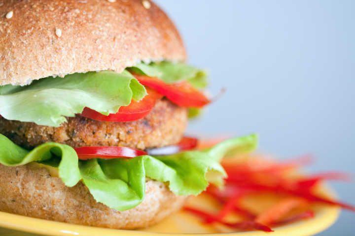 Abaixo-assinado pede opção de sanduíche vegano na rede 'Subway'