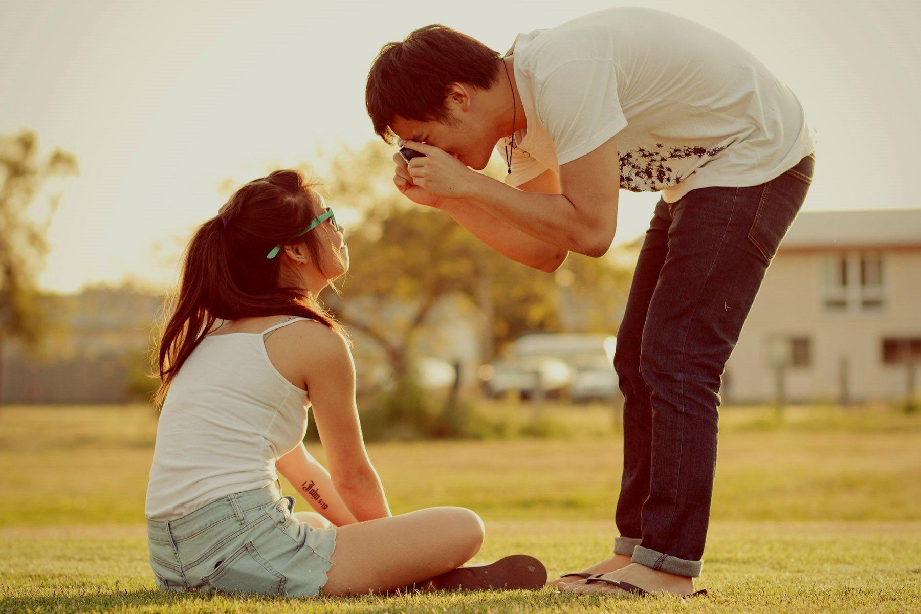 Картинка парня с девушкой на руках