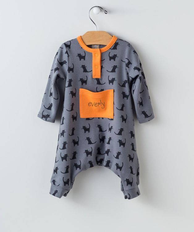 You're going to want to get your little this Black Cats Pocket Romper right meow because they'll be going quick! This vibrant color combo of black, gray and orange creates just the right look for the Halloween season, while being perfectly comfortable during cool fall evenings. The big and bright orange pocket on the front can hold plenty of treats and tiny toys, but even better - you can embroider the name of your little monster on the front for just a couple of dollars more. Pounce on it…