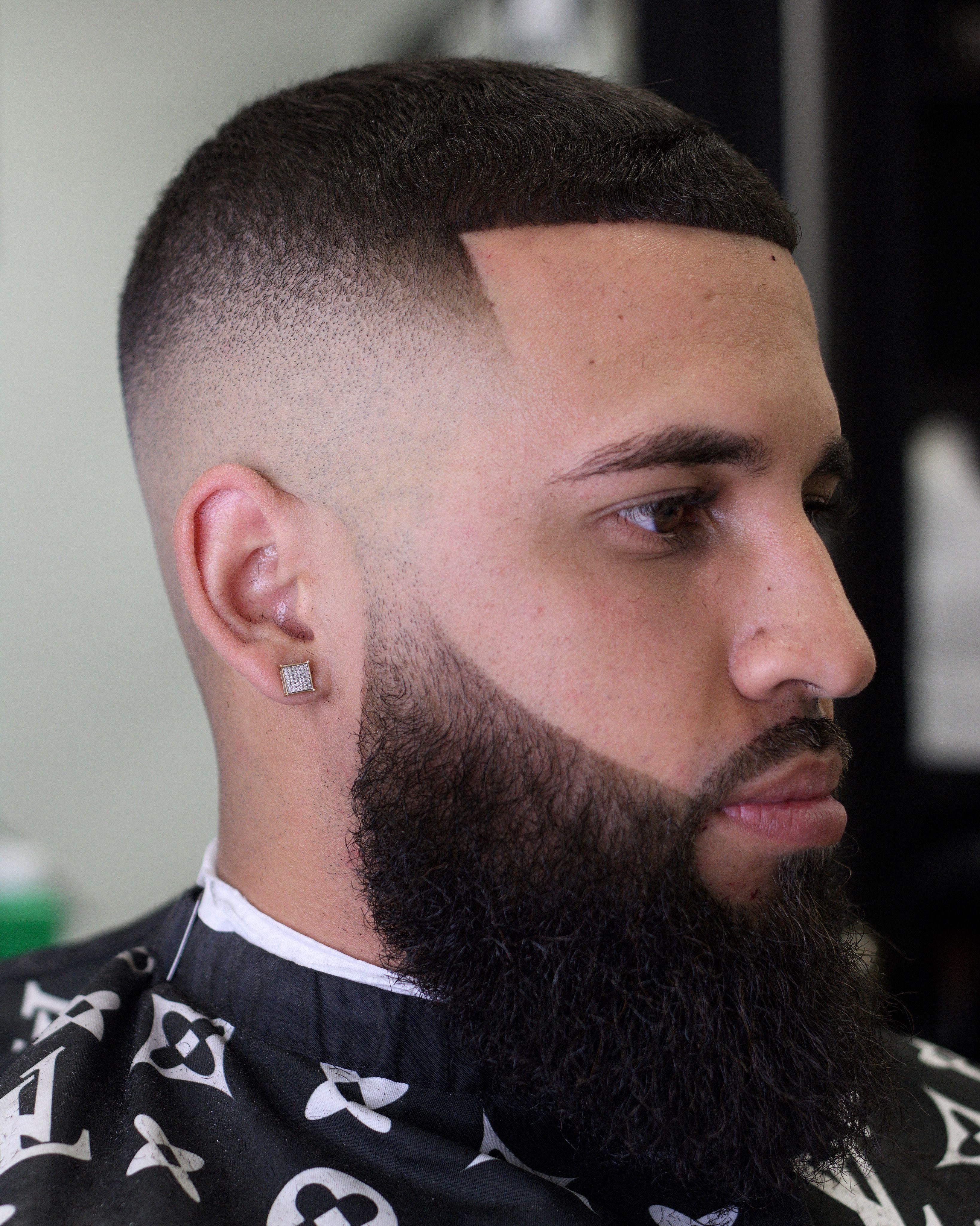 Men S Skin Fade With Beard Skin Fade With Beard Fade Haircut With Beard Beard Haircut