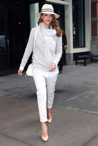 Jessica Alba's Nude Pumps | Pump, White capris and Capri