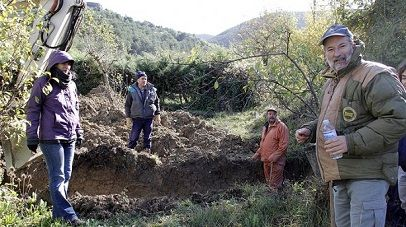 Localizados restos de fusilados en la Guerra Civil en una fosa en Antxoritz- Lau Haizetara Gogoan - Boltxe kolektiboa