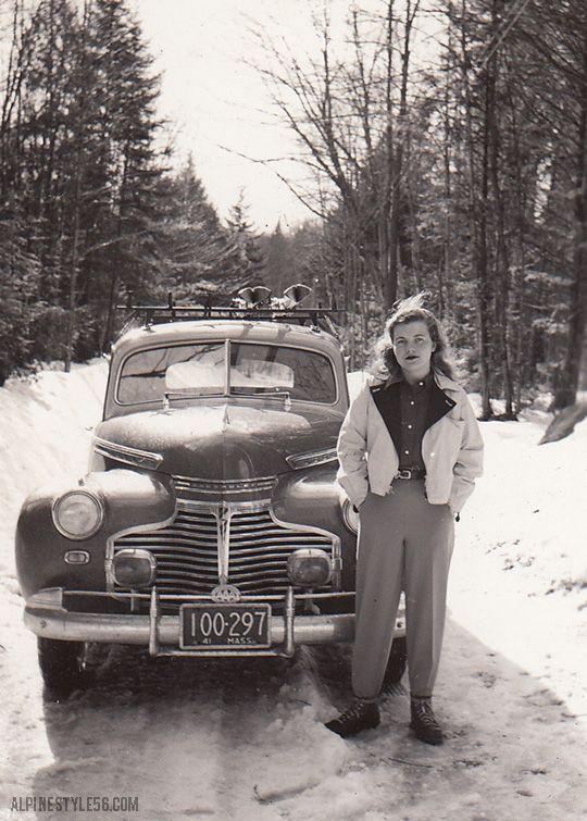 1940er Jahre Foto-Massachusetts 1941. Junge Frau in den 1940er Jahren Wintermode stehend in …   – doggies