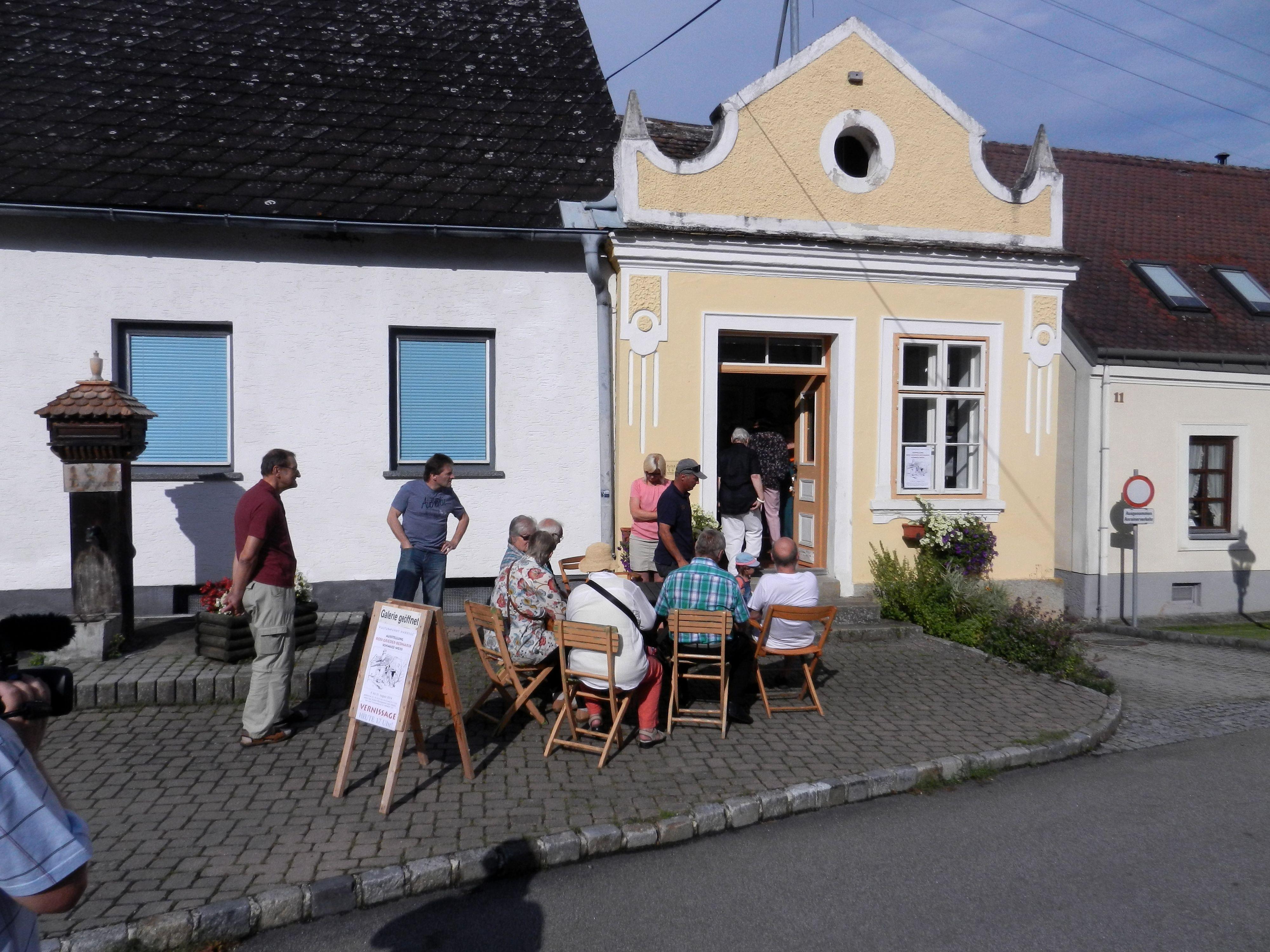 Vernissage im KULTUR•PUNKT HARDEGG, die kleinste Galerie in der kleinsten Stadt Österreichs