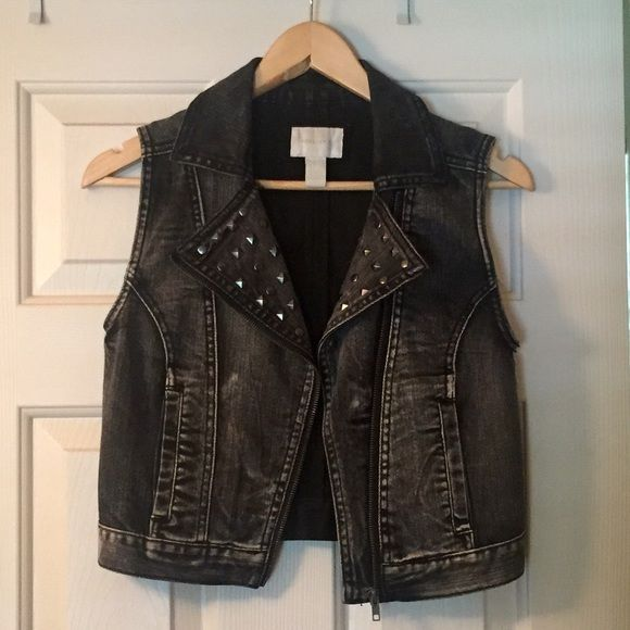 Jean cover up jacket Grayish Jean cover up with studs on the flips, perfect condition, never worn! Forever 21 Tops