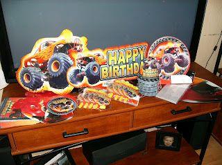 Love the stadium cake idea on this blog!
