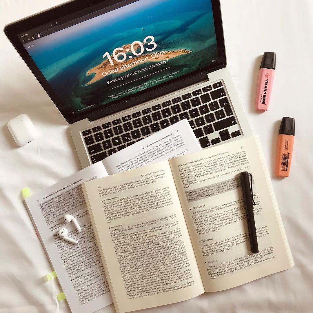 Studygram Law School Student On Instagram 15 10 2019 How Are You How Is Your Week So Far Studygram Stud In 2020 Law School School Student Study Motivation