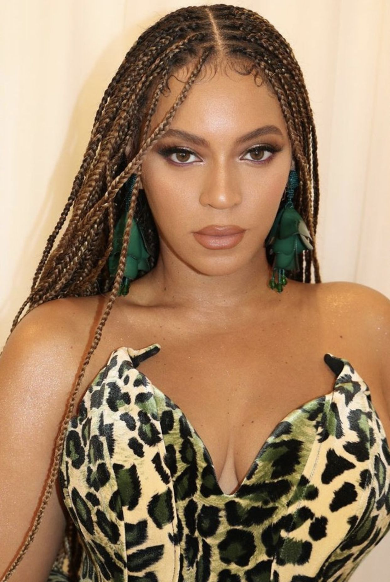 Beyonce At Lorraine Schwartz Holiday Party In 2020 Beyonce Hair Beyonce Braids Hair Styles