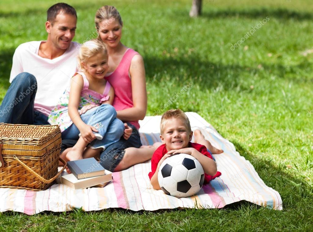 Fit 3: Naar aanleiding van het klantprofiel en de value map voor de gezinnen is er de volgende fit uit voortgekomen:    De Prinsestraat bied een speeltuin aan voor de kinderen in de paleistuin, terwijl de ouders genieten van hun rust.