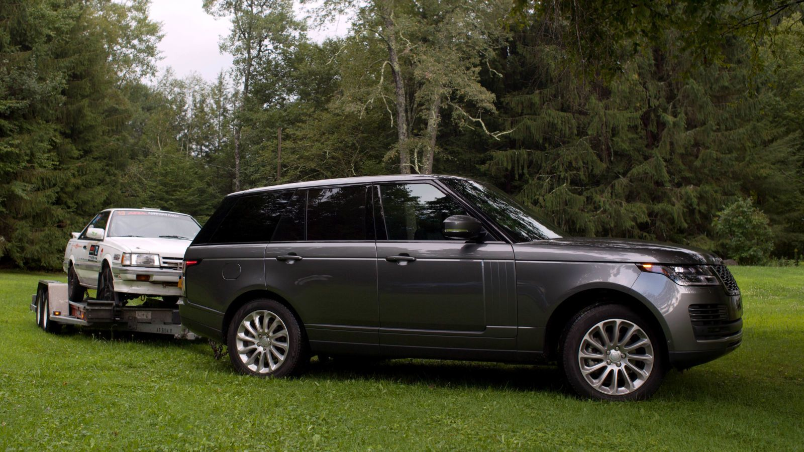 In A Towing Review Of The Range Rover Hse The Range Rover Provides A Great Towing Experience That S Satis Range Rover Hse Range Rover Range Rover Supercharged