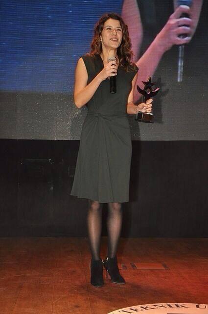 Beren Saat Won Best Cinema Actress Award From Yildiz Technical University