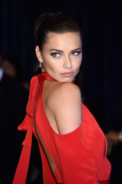 da4682ffff Adriana Lima Photos - Model Adriana Lima attends the 102nd White House  Correspondents  Association Dinner on April 30