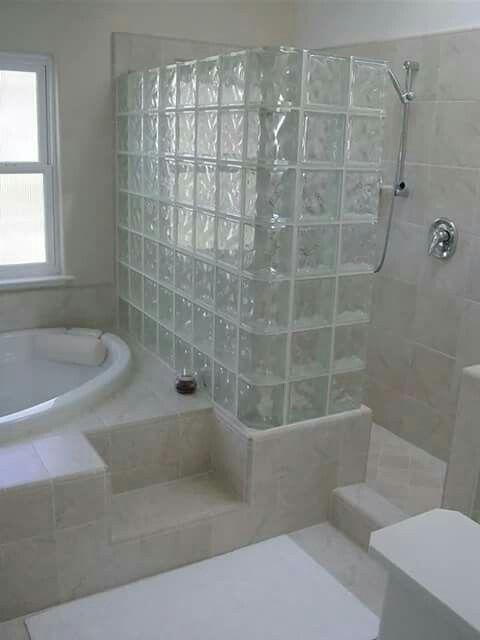 Ladrillos De Vidrio Dividiendo Bañera De Ducha Diseño De Baños Modernos Diseño De Baños Chicos Diseño De Interiores De Baño