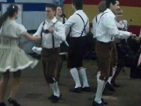 """Polka 2/4 Ballet Alemán Vergissmeinnicht - Polka Rápida. El """"Ballet Vergissmeinnicht"""" de la Colectividad Alemana de Oberá se presentó en el """"Encuentro Internacional de Rodanteros"""" realizado en el mes de Julio del 2012 en el Salto Berrondo de la Ciudad de Oberá - Misiones - Argentina, realizando 3 coreografías típicas alemanas, entre ellas una polka rápida."""