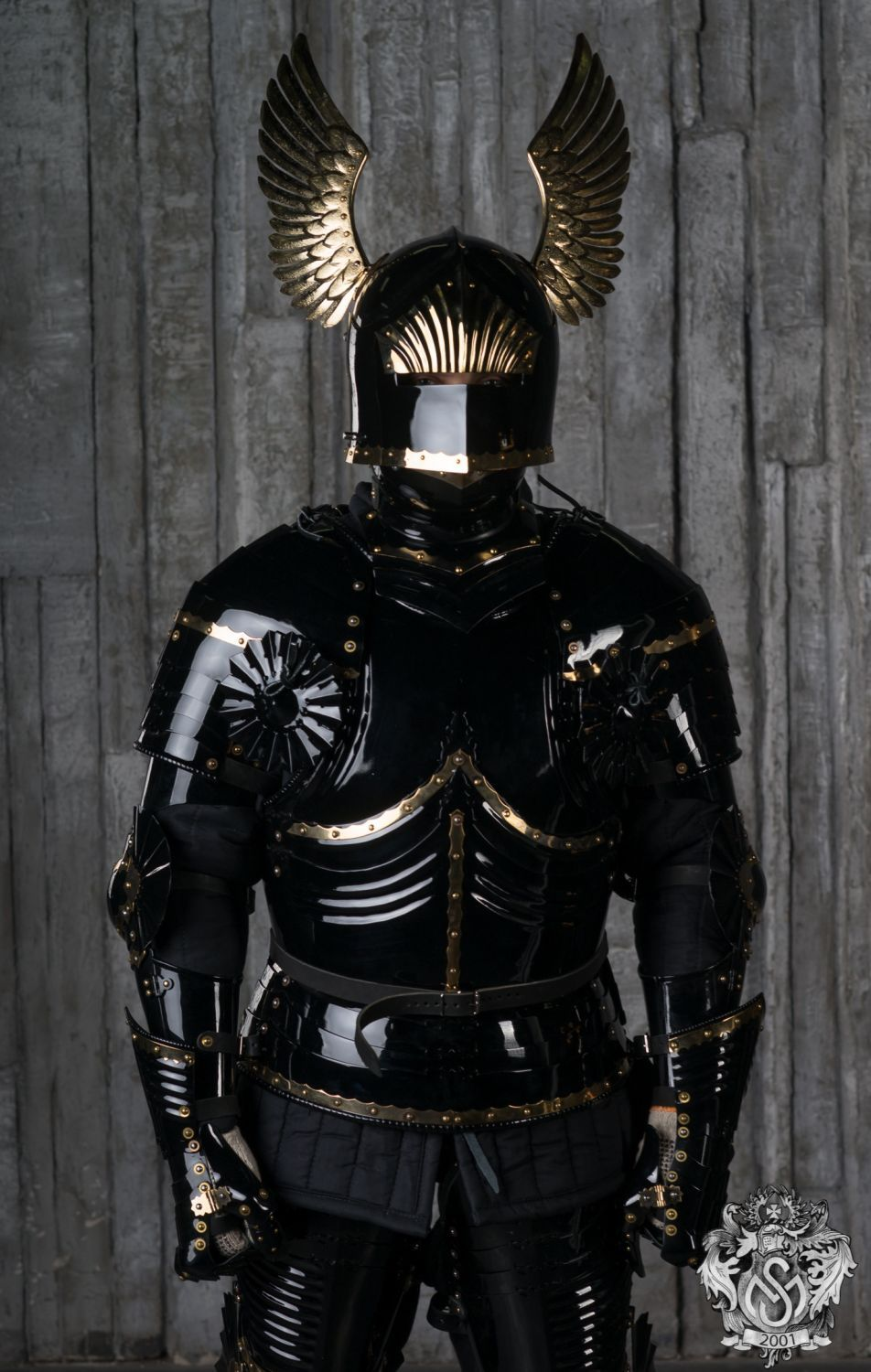 blued-gothic-full-plate-armor-14.jpg (952×1500)
