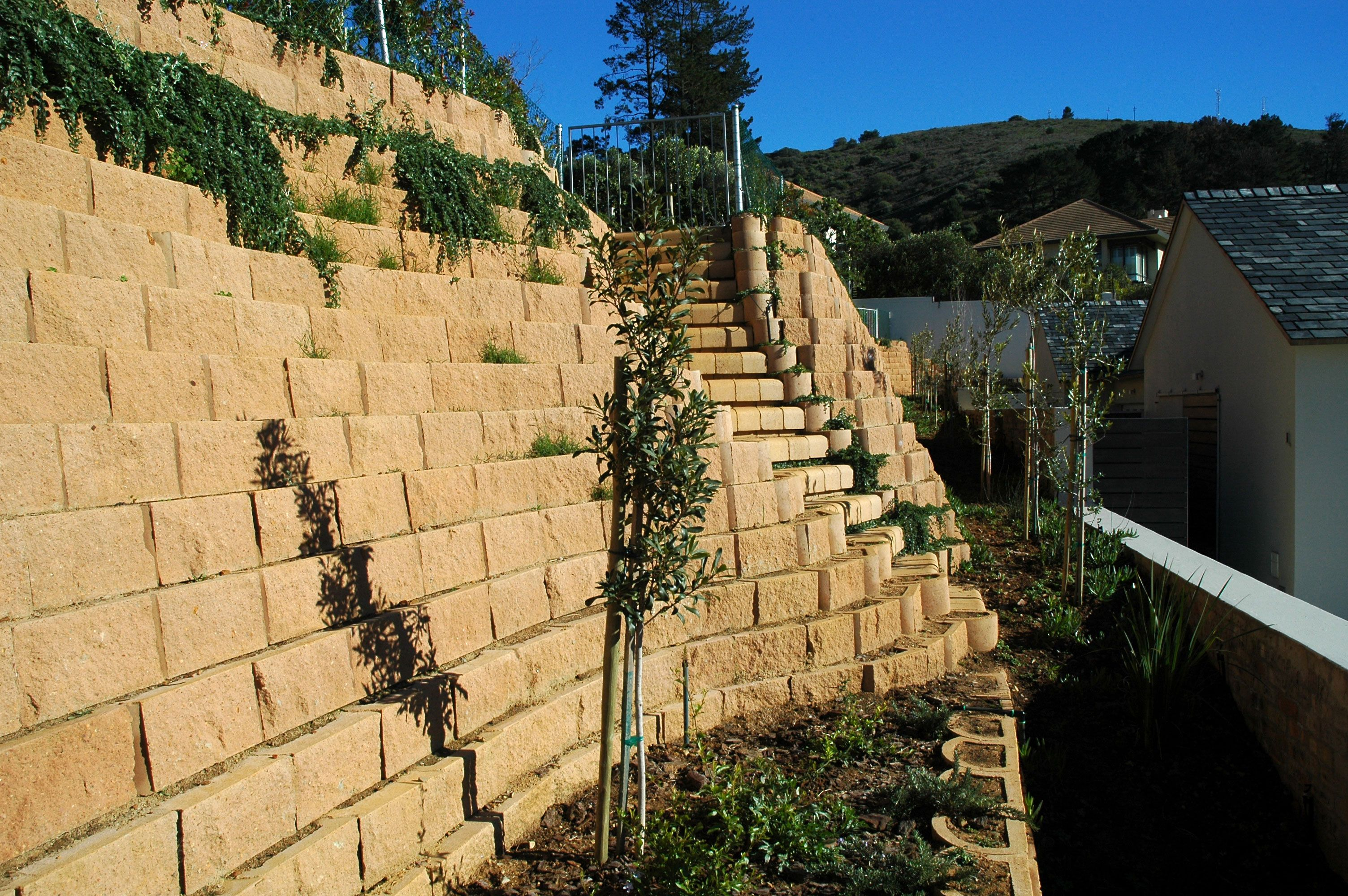 Retaining Wall With 4x4 Multi Step Block Stairs Landscape Retaining Wall Retaining Wall Blocks