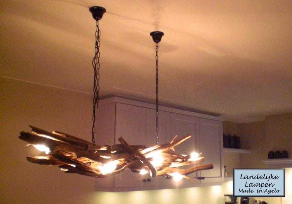 Prachtige landelijke lamp gemaakt van grillige eiken for Lamp gewei