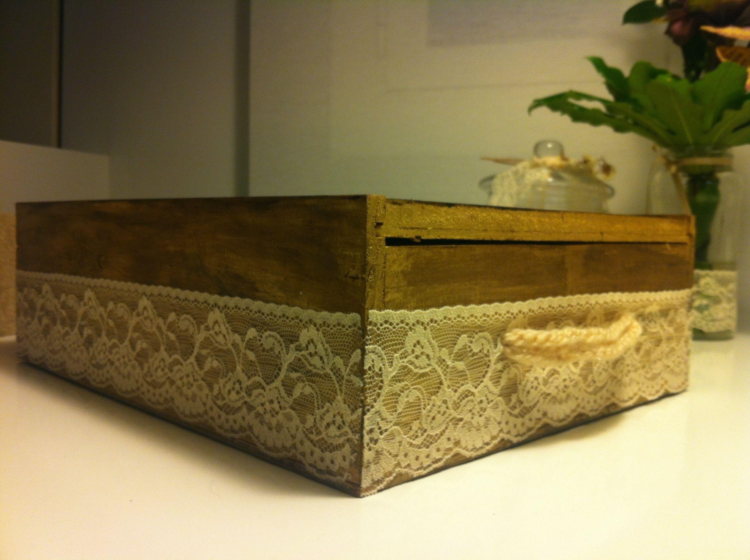 Para tus cosas de costura.... Recicla las cajas de vino y crea tu propio costurero