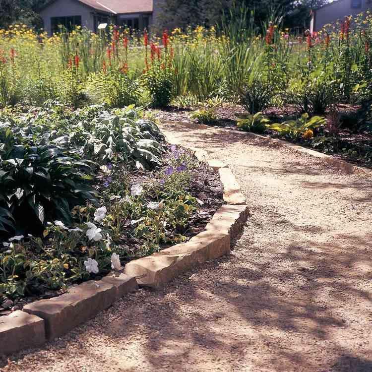 Gartenweg Gunstig Anlegen Ideen Mit Kies Mulch Und Steinplatten In 2020 Garten Design Garten Gartenweg