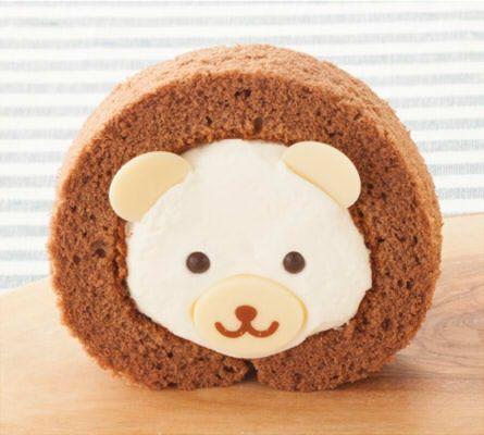 シャトレーゼ各店で、しろくまをイメージしたロールケーキ「ふんわりくまさんロール」が、7月15日に発売された。価格は129円(税込)。