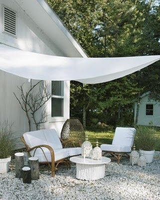 ●A calming white outdoor space.