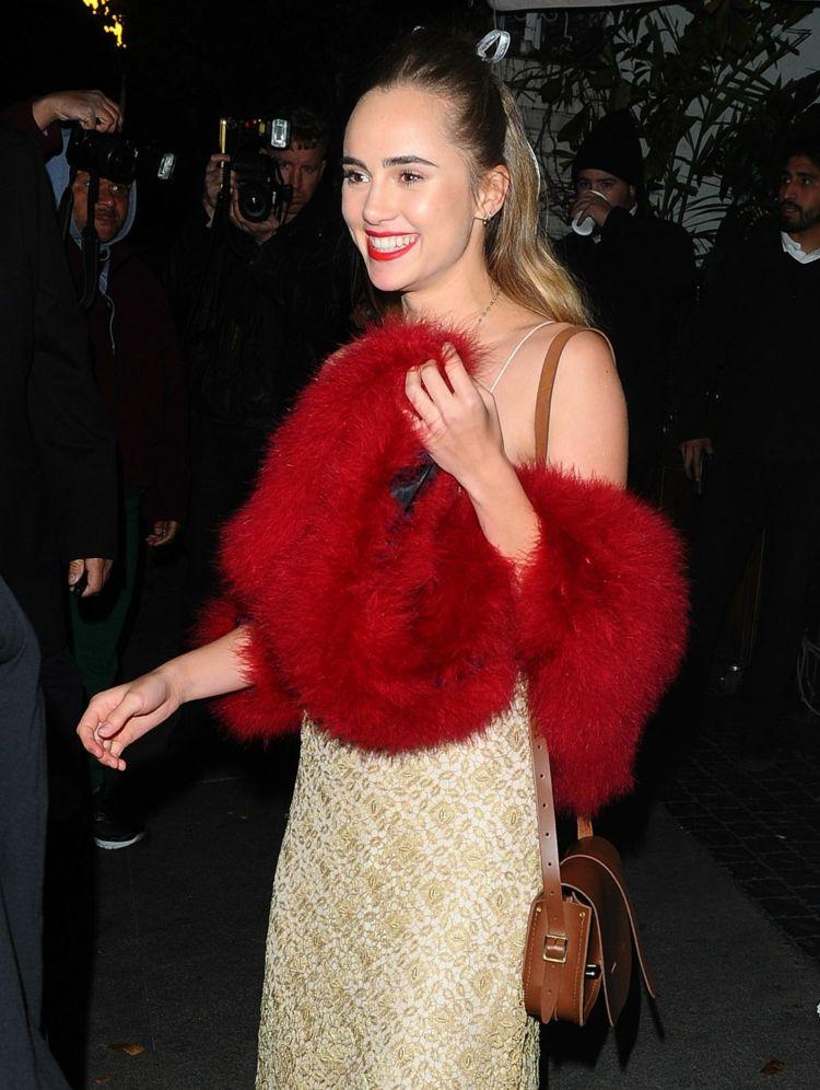 Outfit Roter Schal - So wunderschön lässt sich die ...