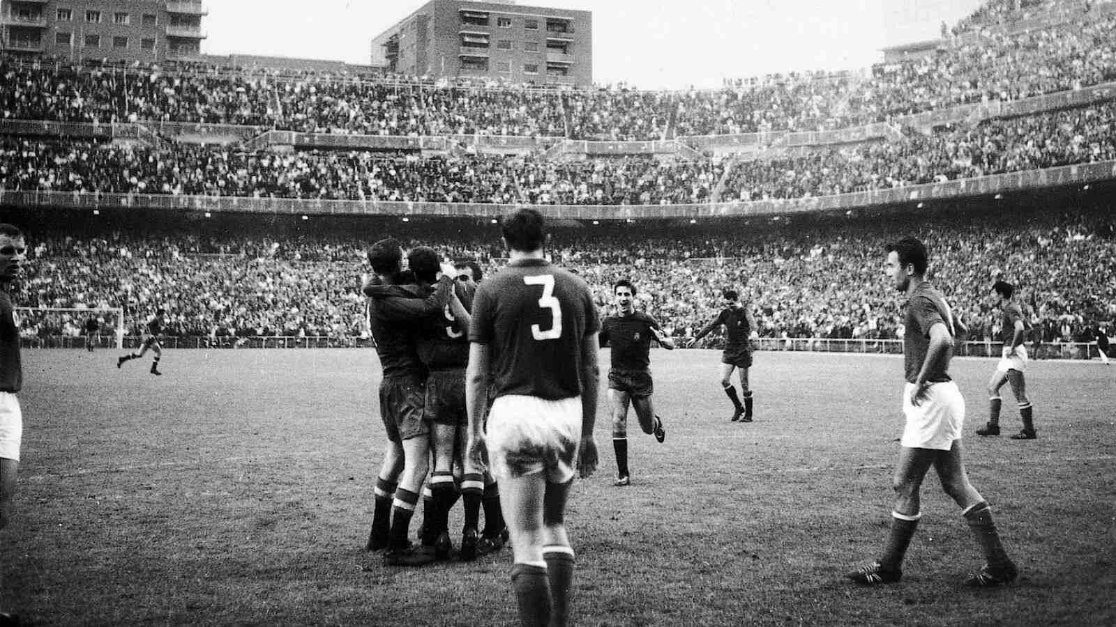 Spain 2 USSR 1 in 1964 in Madrid. It's all over and Spain win their first  tournament after beating the USSR in the Final of Euro '64. | Футбол, Ретро