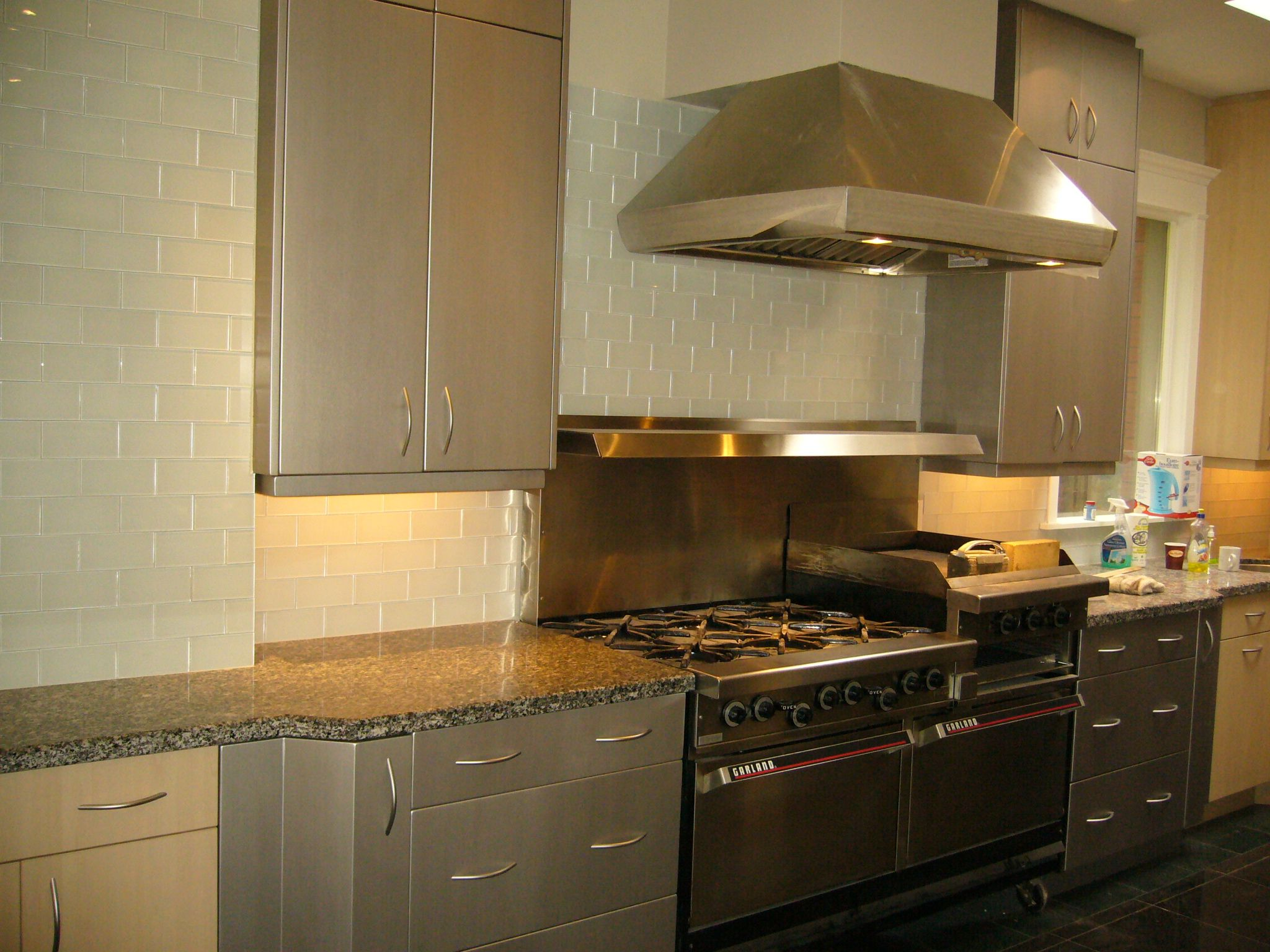 Kitchen remodeling with 3m 39 s di noc architectural finishes for 3m kitchen ideas