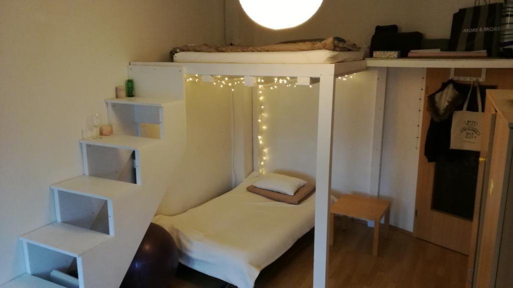 Gemütliches Schlafzimmer Mit Zwei Betten Und Schöner Lichterkette In  Magdeburger WG #WG #Magdeburg #