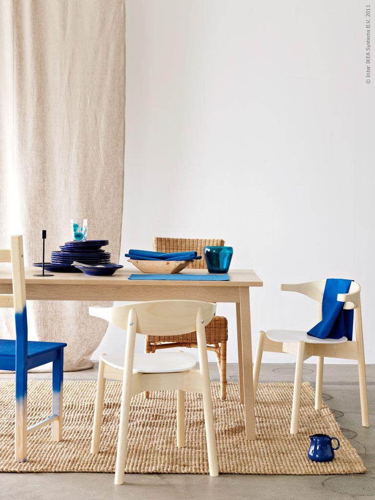 Med nyanser av blått. Stolarna IVAR och BOJNE, TRANETORP matbord, TÅRNBY matta.