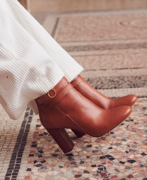 Pretty Buying Boots Can't Stop These 2019 French Girls en TlK31FJc